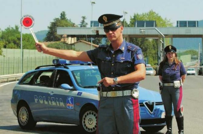 Arrestato in autostrada con un chilo di hashish