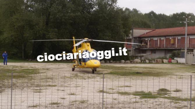 Elicottero E Ambulanza : Malore al supermercato l ambulanza è bloccata e parte