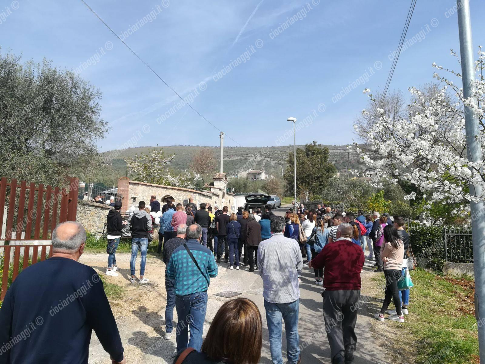 Alatri, folla commossa ai funerali di Emanuele: