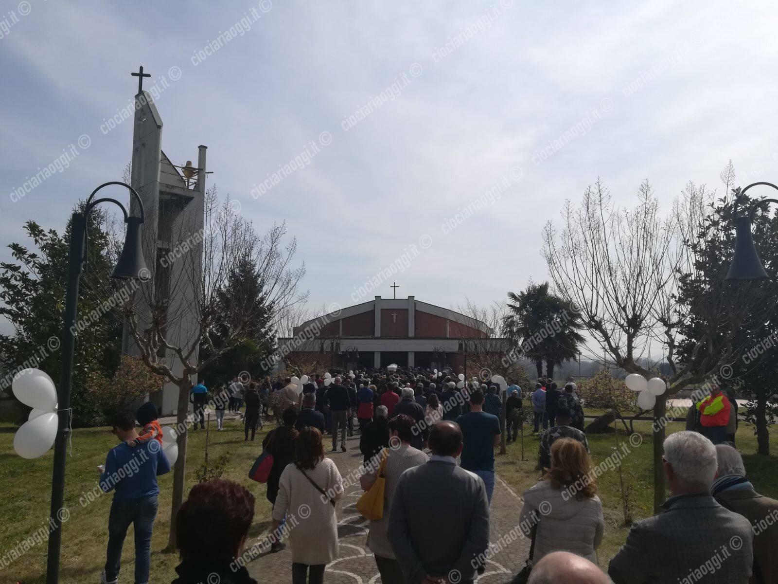 I funerali di Emanuele, la mamma: