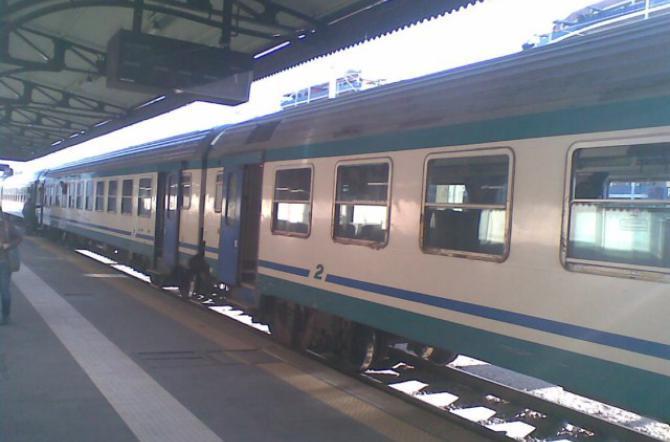 CASERTA. 65enne si masturba sul treno. Arrestato dalla polizia