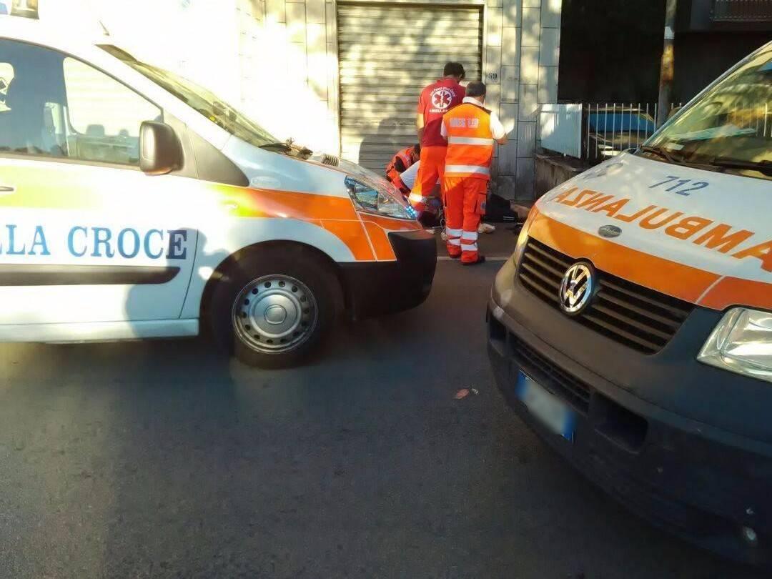 Cade dal quinto piano mentre monta la zanzariera, muore studente 21enne
