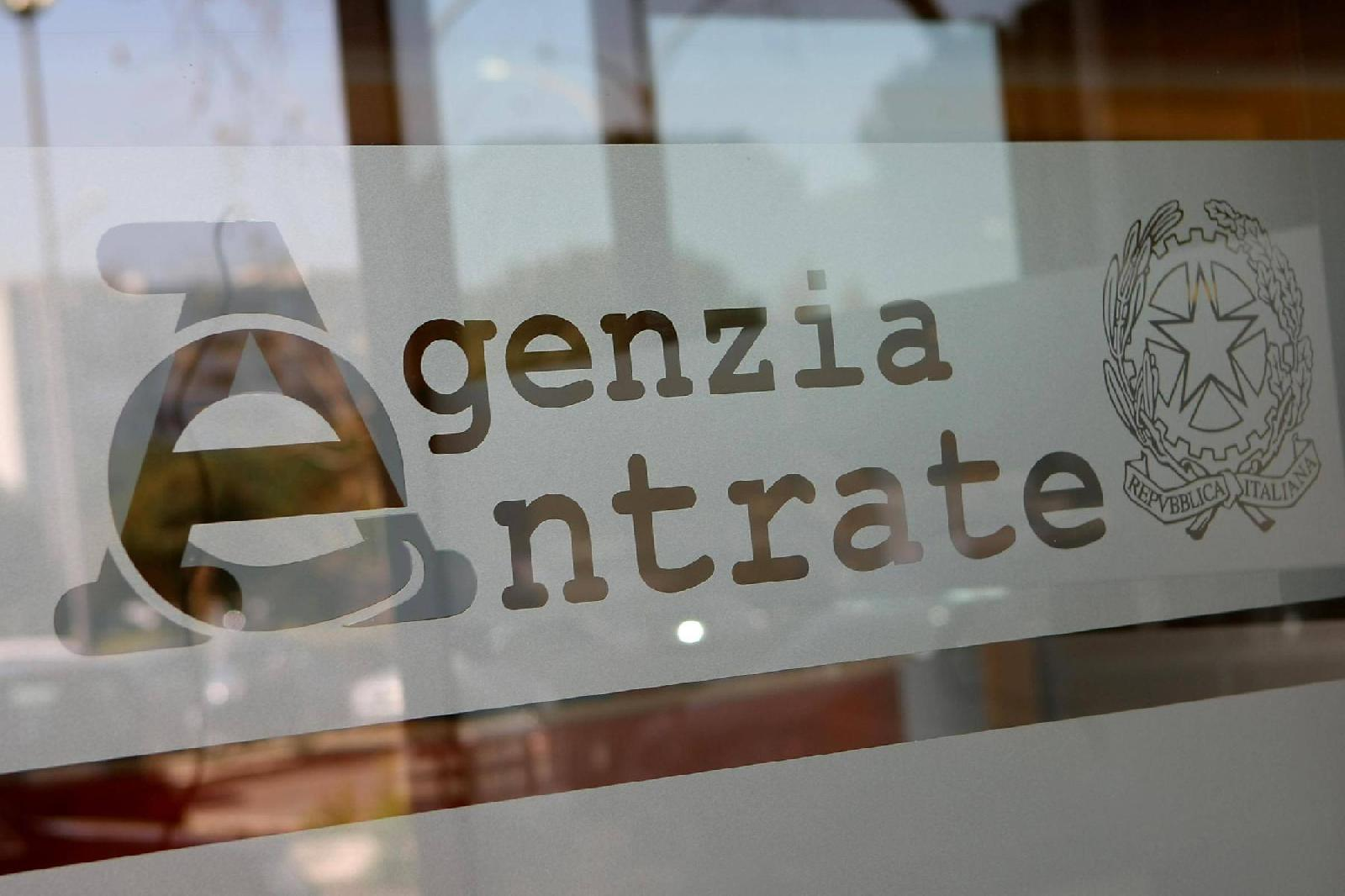 Corruzione all'Agenzia entrate 12 arresti, tra Campania e Lazio