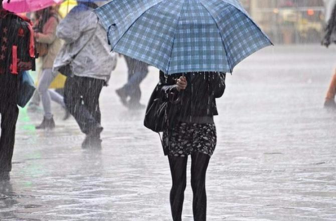 Forti temporali e precipitazioni: dalla mezzanotte codice arancione su tutta la Toscana
