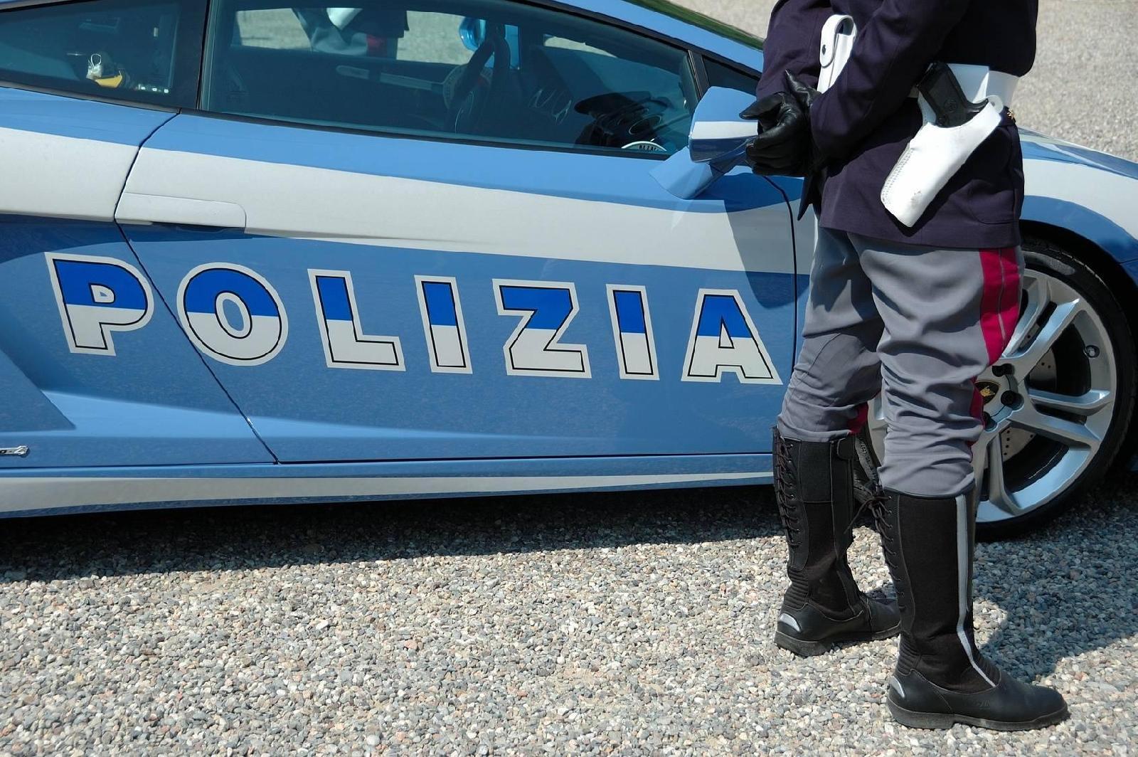 Risultati immagini per bambino con polizia