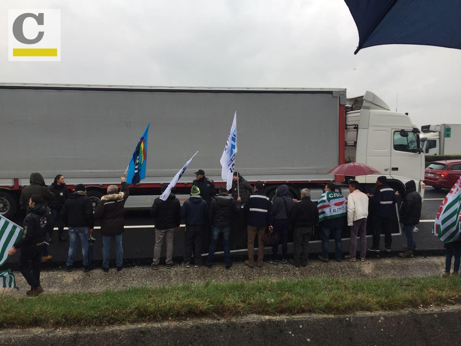 I video della protesta chiusura ideal standard la for Ideal standard ala