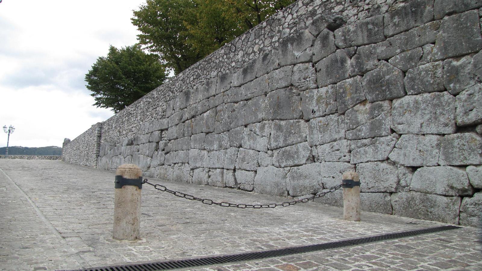 Mur cyclopéen - Et si le mystère n'en était pas un ?? 63068_6zyp279