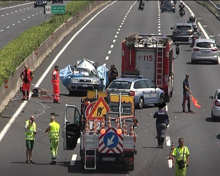 Incidente sulla A1, muoiono un neonato e i suoi genitori
