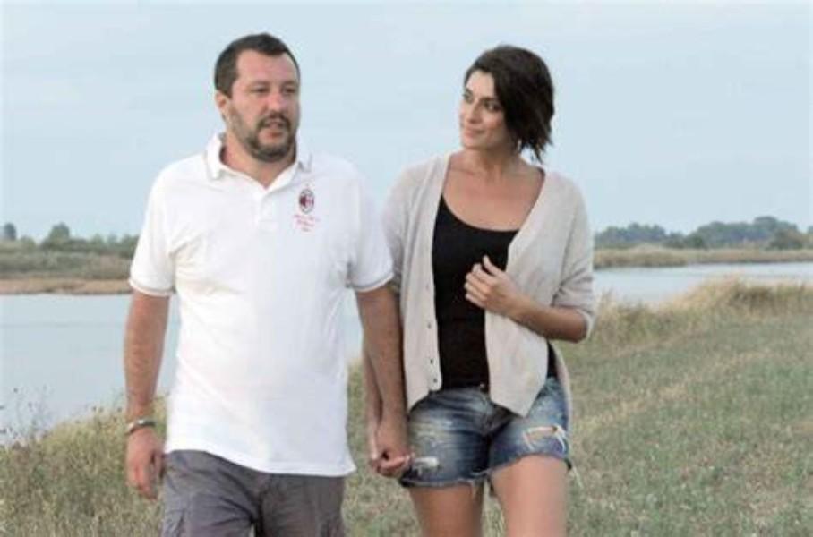 Elisa Isoardi sputtanata dai paparazzi, ecco con chi l'hanno beccata