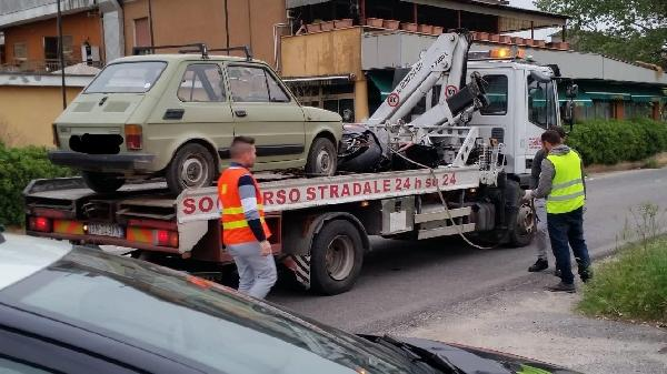 L'auto incidentata portata via