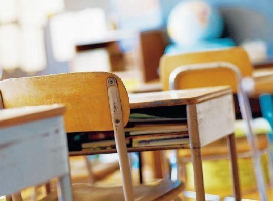 Il drammatico episodio si è verificato venerdì in una classe delle elementari di un istituto di Cassino