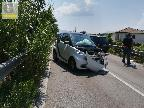 Spaventoso incidente tra auto: due feriti e traffico in tilt
